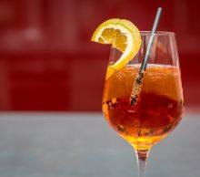 1) Aperol – drinki z prosecco do wykonania w domu