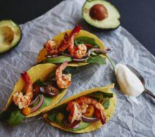 Krewetki w tacos z awokado