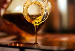 otwarta butelka z oliwa z oliwek