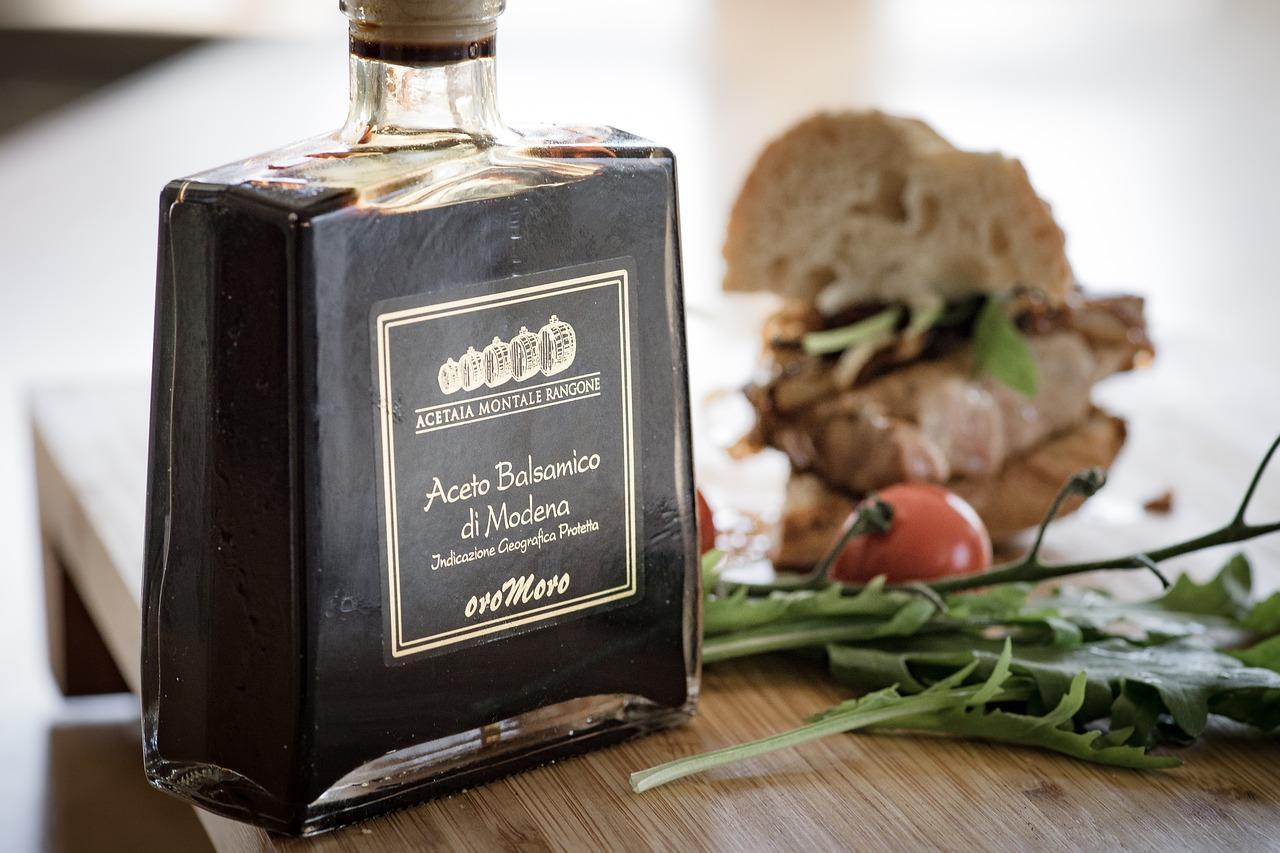 butelka z octem balsamicznym z Modeny